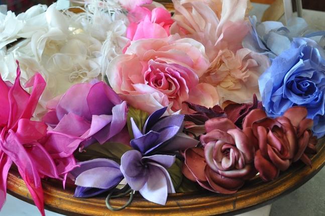 Flores de Tecido para Vestidos e Chap�us